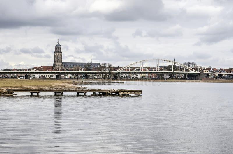Deventer z naprzeciw IJssel rzeki obraz royalty free