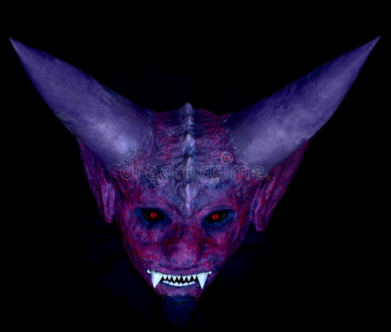 Devil& x27 κεφάλι του s σε ένα μαύρο υπόβαθρο στοκ φωτογραφία