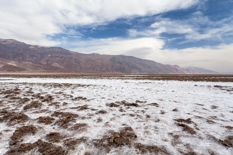 Devil& x27; campo de golf de s - parque nacional de Death Valley imágenes de archivo libres de regalías