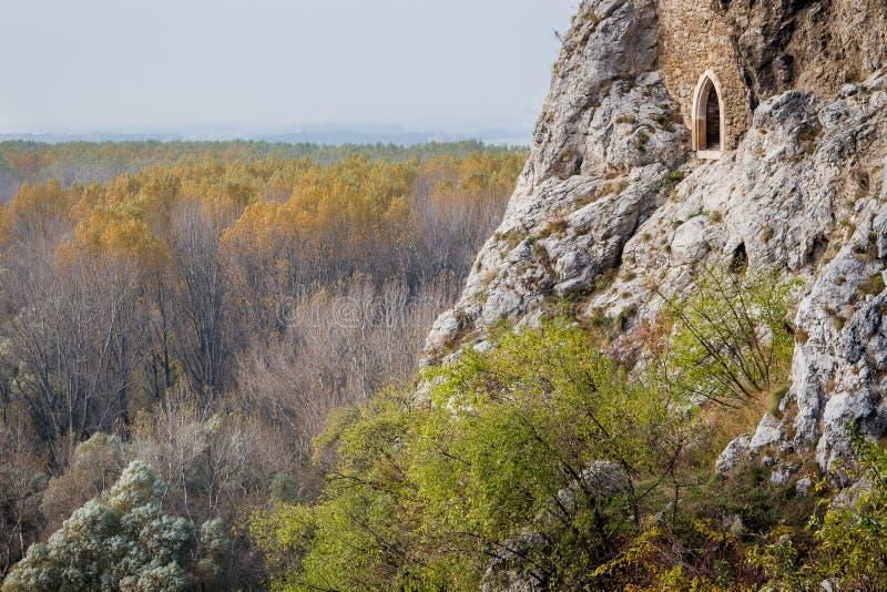 Devin Castle, apenas exterior Bratislava, Eslovaquia Las mentiras del castillo foto de archivo libre de regalías