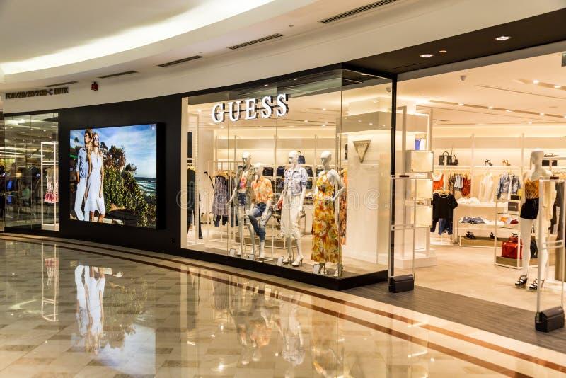 Devinez le débouché au centre commercial de KLCC, Kuala Lumpur image stock