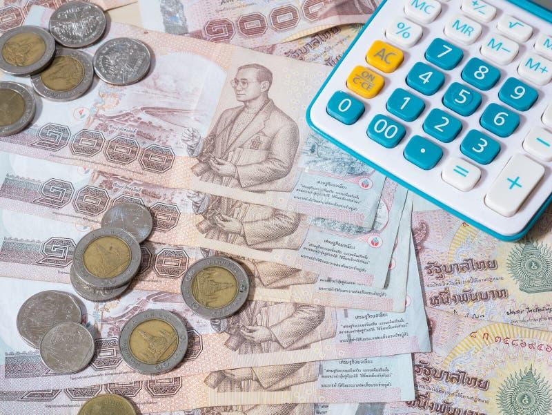 Devise et calculatrice de baht thaïlandais images stock
