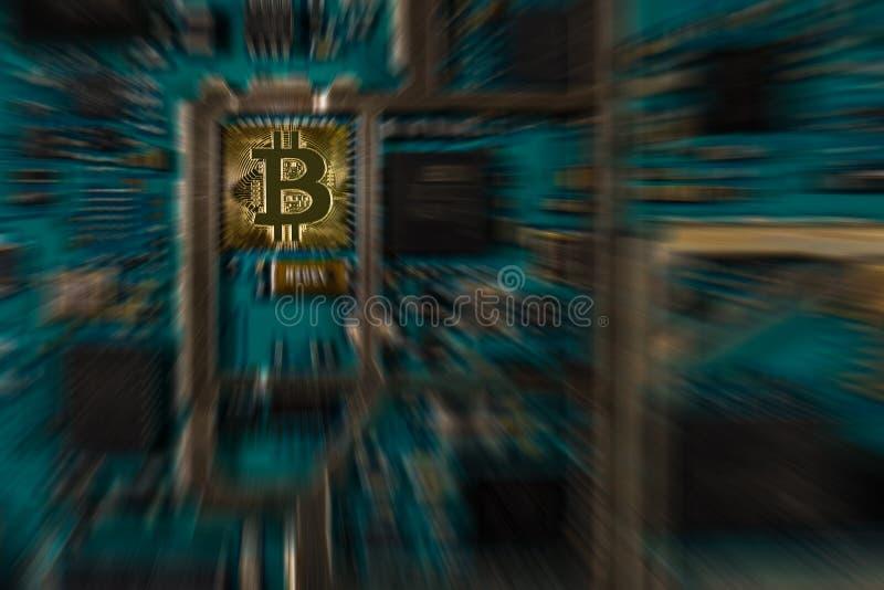 Devise numérique de Bitcoin sur la carte électronique d'impression avec l'effet de bourdonnement photo stock