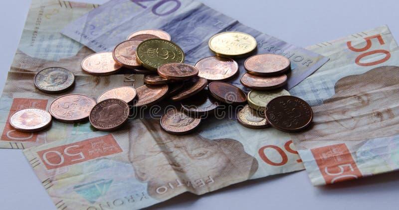 Devise suédoise, nouveaux billets et pièces photographie stock