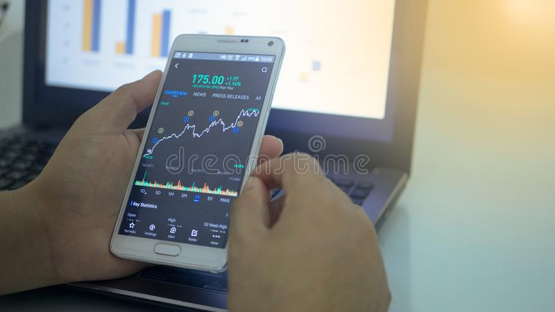 Devisenhandelsdiagramm und Kerzenhalterdiagramm lizenzfreies stockfoto