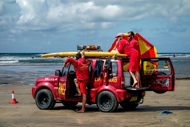 DEVON, CORNWALL/UK - AUGUST 17 : RNLI Lifeguards on duty at Bude Cornwall on AUGUST 17, 2014. Unidentified people. royalty free stock photos
