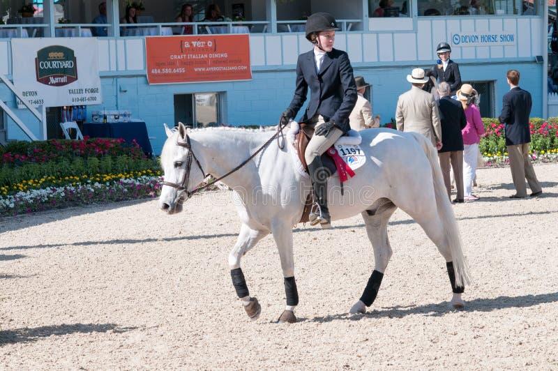 DEVON, PA - 25 MAI : Cavaliers exécutant avec leurs chevaux chez Devon Horse Show le 25 mai 2014 photo stock