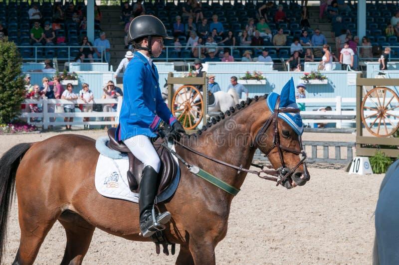 DEVON, PA - 25 MAI : Cavaliers exécutant avec leurs chevaux chez Devon Horse Show le 25 mai 2014 photo libre de droits