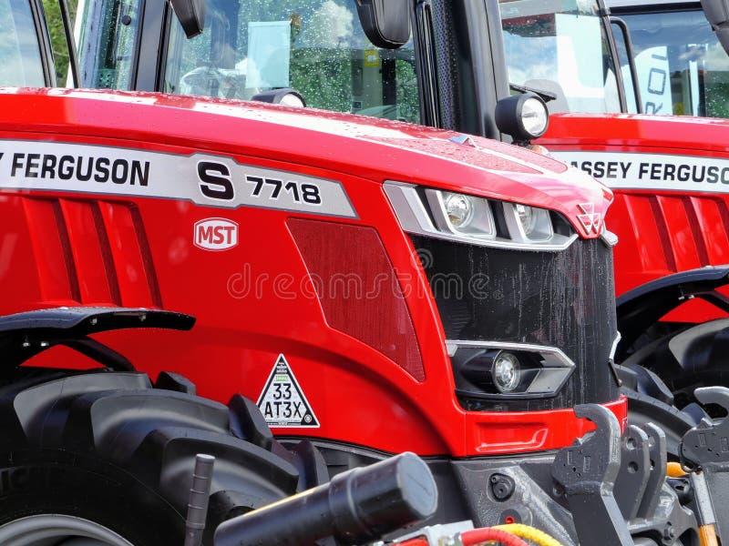Devon UK - Juli 30 2018: Massey Derguson ett jordbruks- medel på skärm arkivbild
