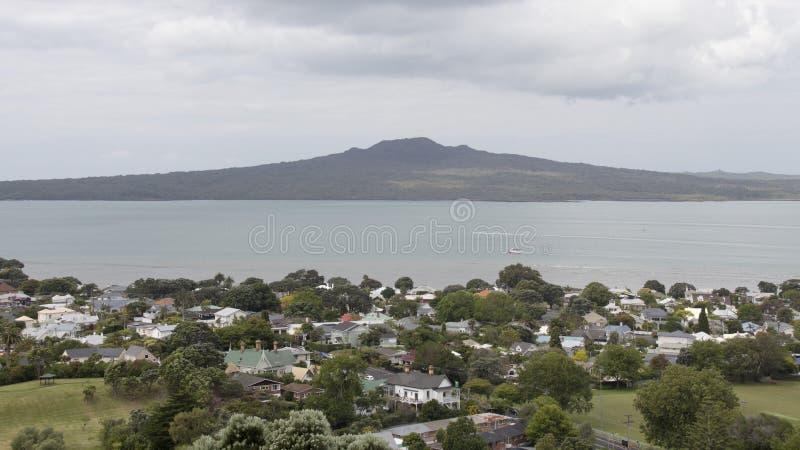 Devonport e ilha de Rangitoto, Auckland, Nova Zelândia imagem de stock