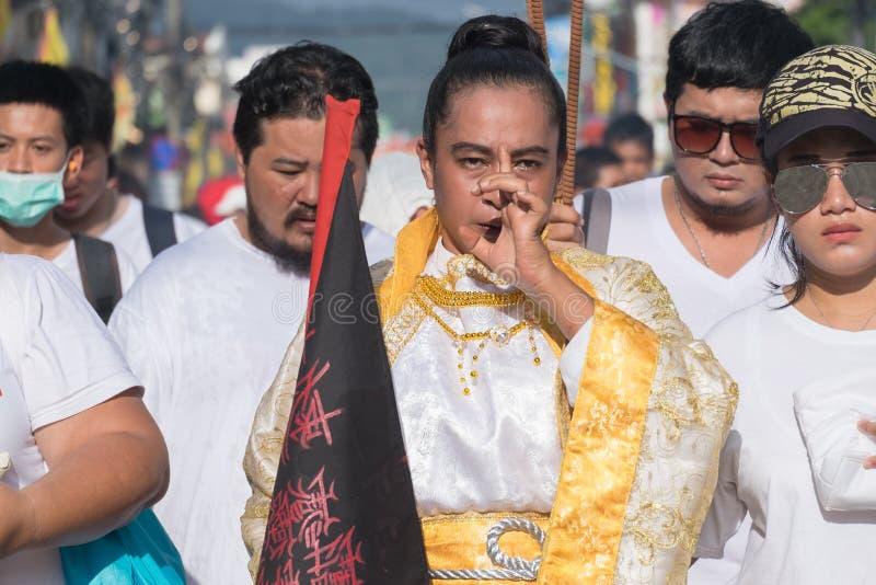 Devoto no identificado del festival vegetariano de Phuket, persona que i fotografía de archivo libre de regalías