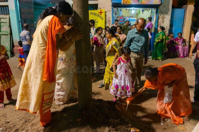 Devotos que rezam ao festival de Lord Shiva - de Gajan fotografia de stock royalty free