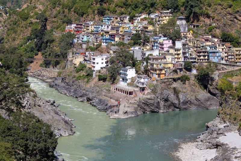 Devprayag é o último prayag do rio de Alaknanda e deste ponto a afluência do rio de Alaknanda e de Bhagirathi é sabida como G imagens de stock royalty free
