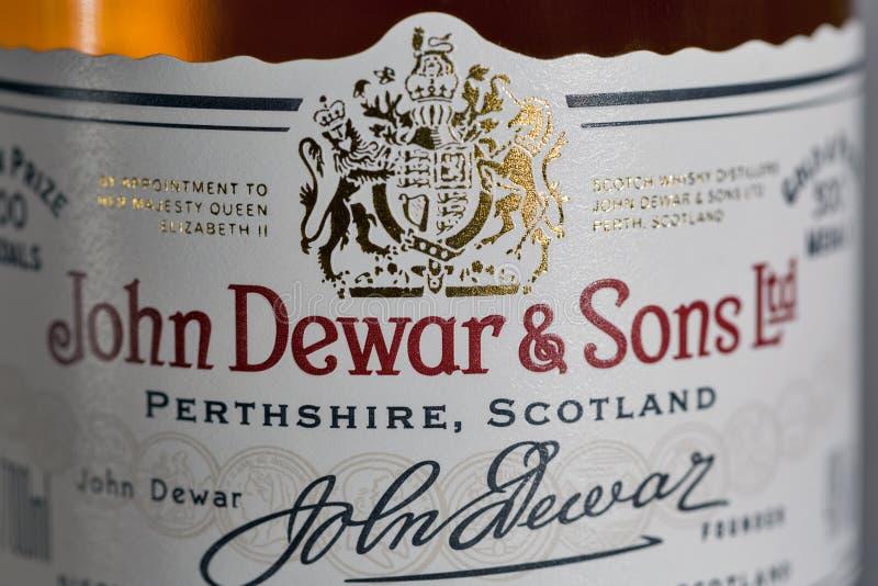 Dewar Szkockiego Whisky Biała etykietka mieszający zbliżenie fotografia royalty free