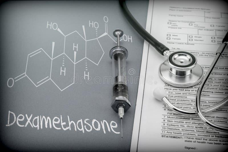 Dexamethason, schematische Chemikalie, Palliativmedizin gegen tuberkulöse Meningitis stockfoto