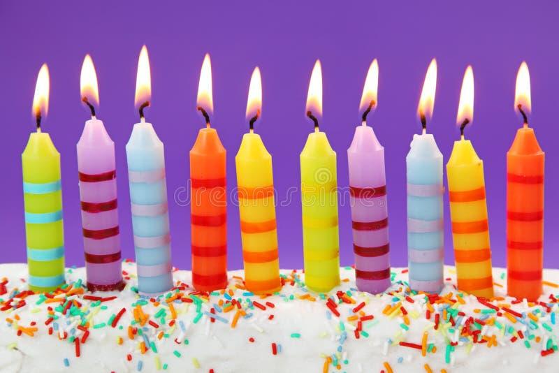 Dez velas do aniversário imagens de stock royalty free