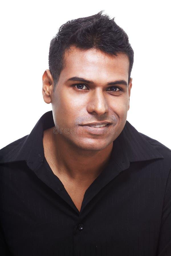 dezaprobata obrzydzający przystojny indyjski spojrzenie zdjęcie stock