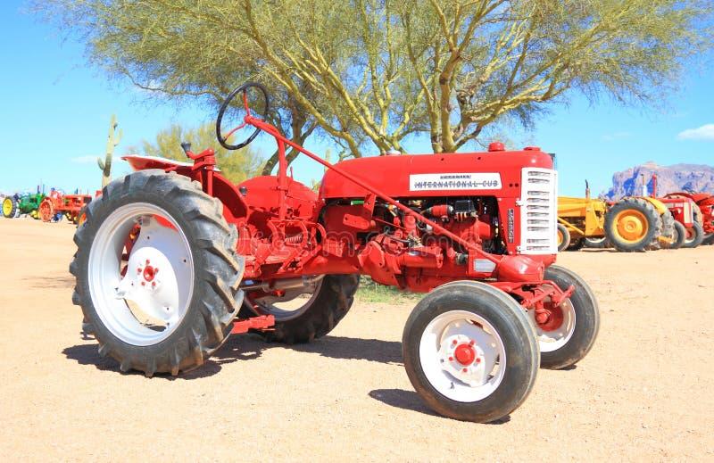 Klassieke Amerikaanse tractor: Internationale Maaimachine stock afbeelding