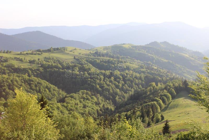 Deze mooie dageraad in bergen royalty-vrije stock foto's