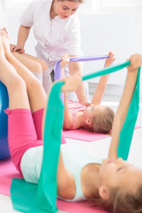 Deze oefening zal uw stekel gezond houden! stock afbeelding