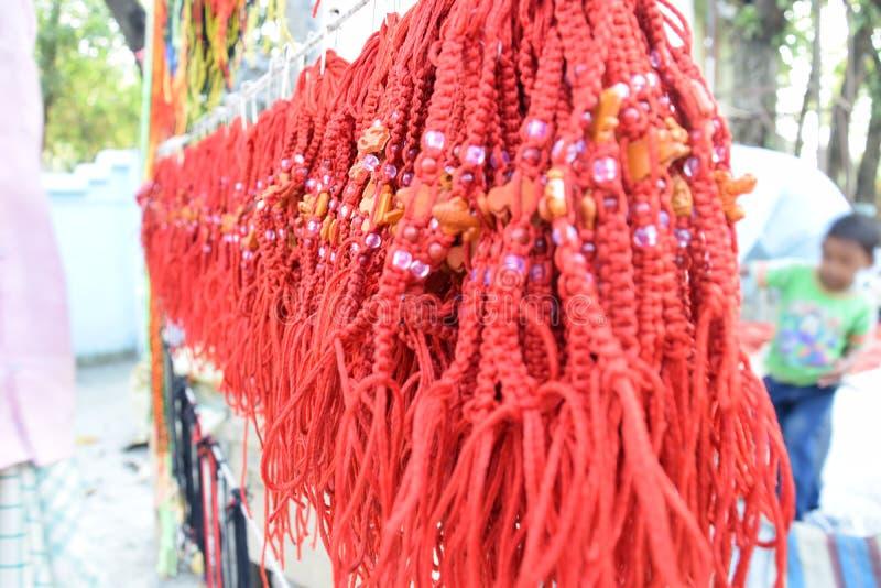 Dhaga o bracelete tradicional indiano fotos de stock