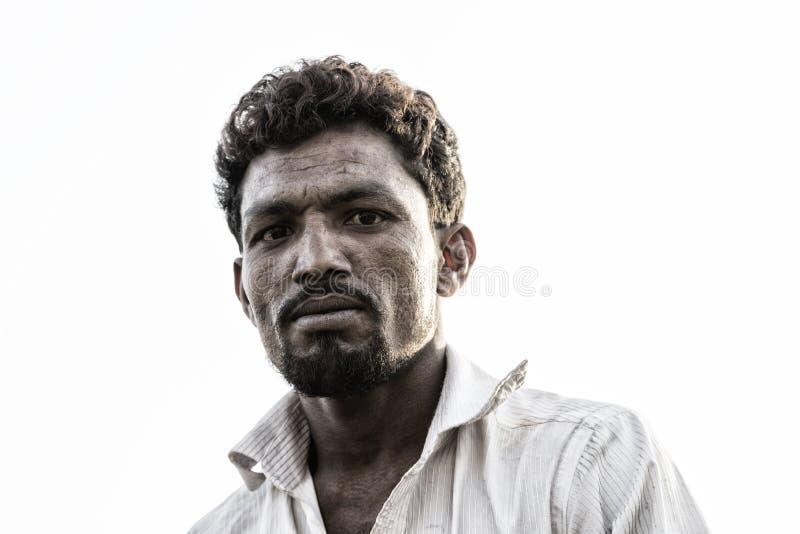 Dhaka, Bangladesh, 24 Februari 2017: Inwoner van Bangladesh mens met het slaan van gezichtseigenschappen royalty-vrije stock foto's