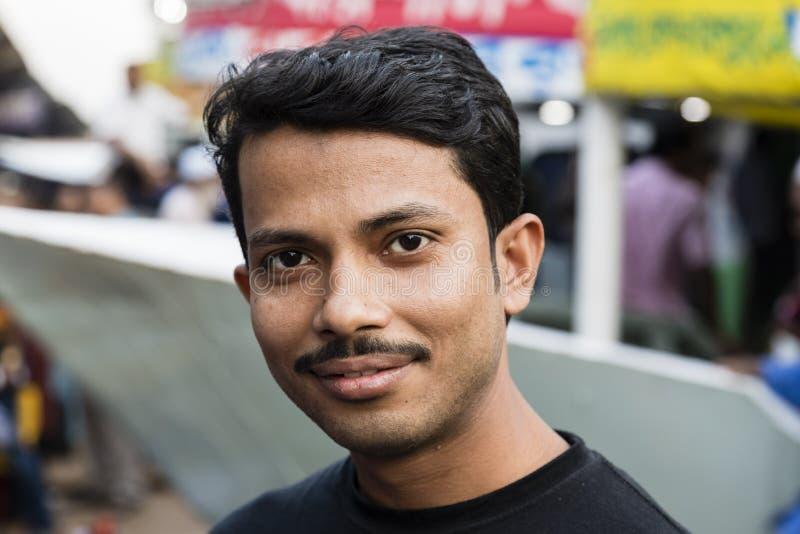 Dhaka, Bangladesh, 24 Februari 2017: Portret van een jonge Inwoner van Bangladesh mens stock afbeelding