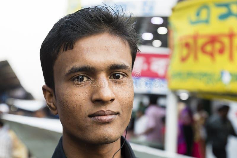 Dhaka, Bangladesh, 24 Februari 2017: Portret van een jonge Inwoner van Bangladesh mens royalty-vrije stock foto's