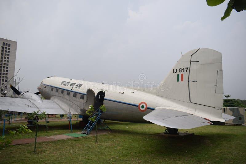 Dhaka, Bangladesh, - 26 maart, 2019: een oud vliegtuig van de Luchtmacht van Bangladesh in biman museum stock fotografie