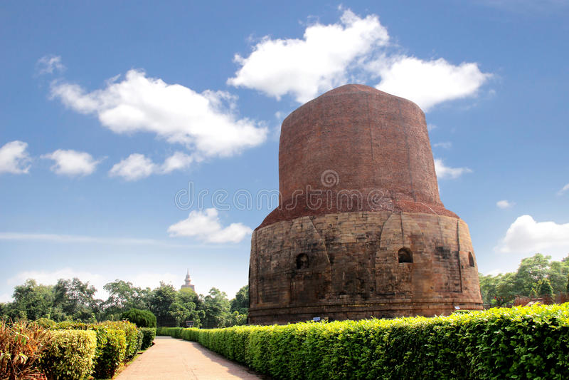 Dhamekh Stupa in Sarnath, Varanasi, India De plaats waar Buddh stock foto's