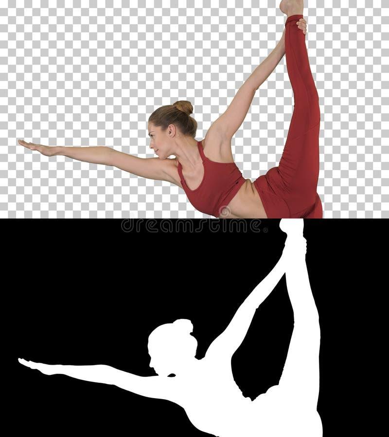Dhanurasana de pratique de dandayamana de pose de professeur de yoga, Alpha Channel photo stock