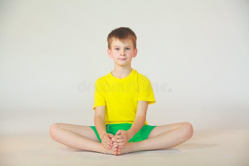 Dhanurasana-Yoga stockbild
