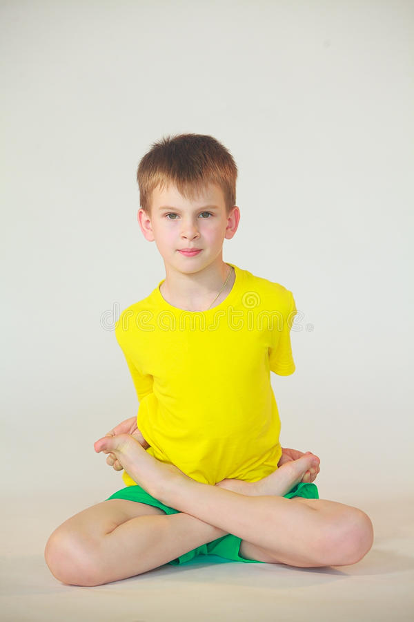 Dhanurasana-Yoga stockbilder