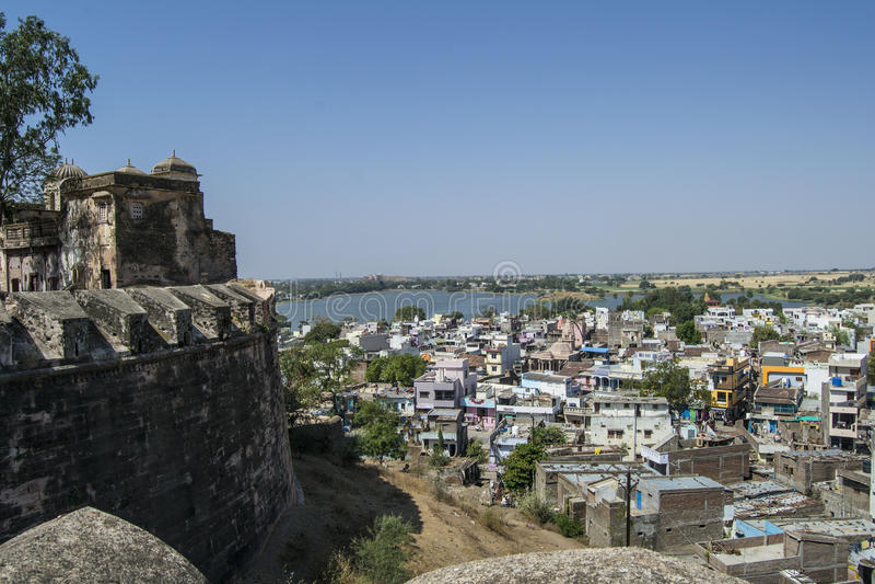 Dhar fort och Dhar stad royaltyfria foton