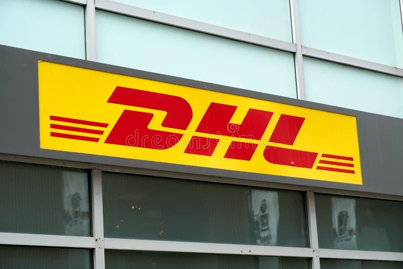 DHL-Büro und -zeichen lizenzfreie stockfotos
