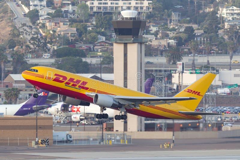 DHL Boeing 767 avions San de départ Diego International Airport de cargaison photographie stock