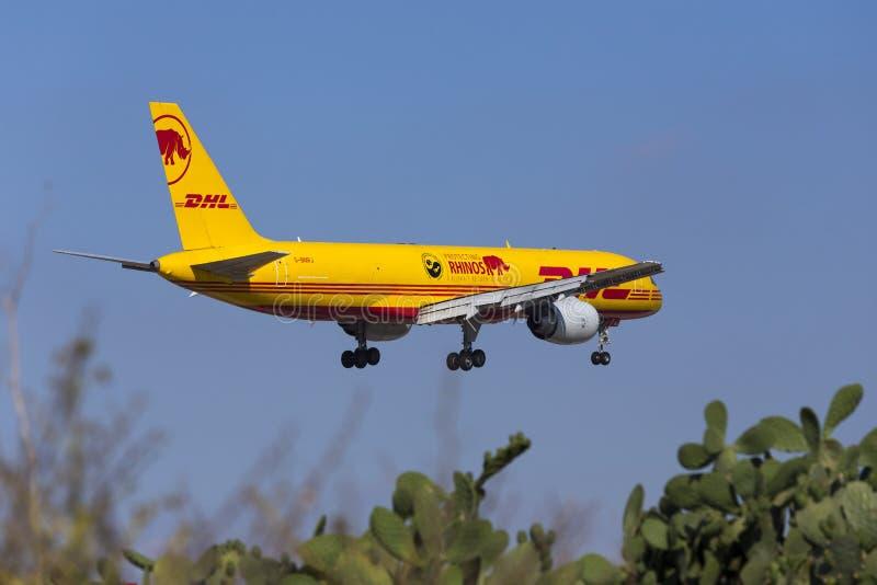DHL 757 med special teckning arkivfoto