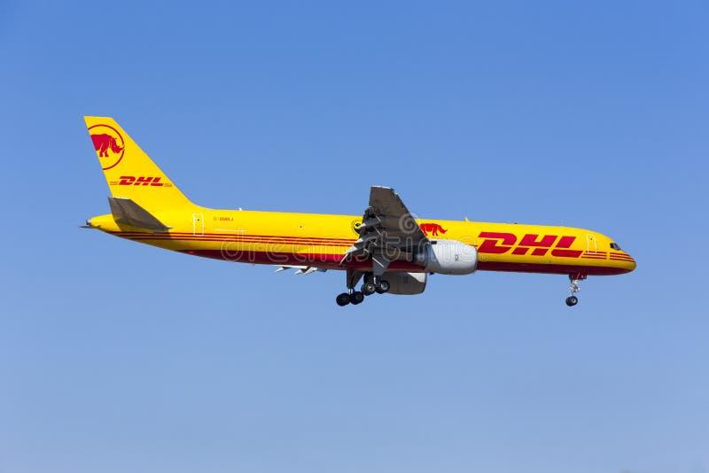 DHL 757 med special teckning royaltyfri fotografi