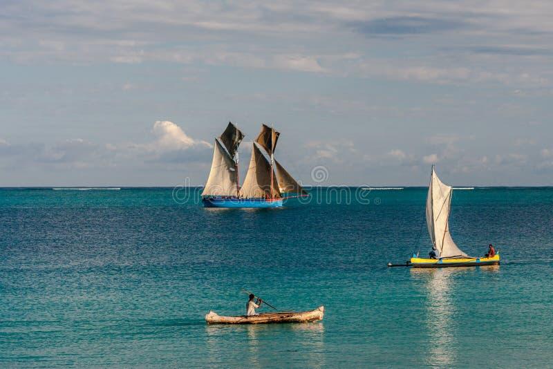 Dhow e esconderijos subterrâneos malgaxes fotografia de stock