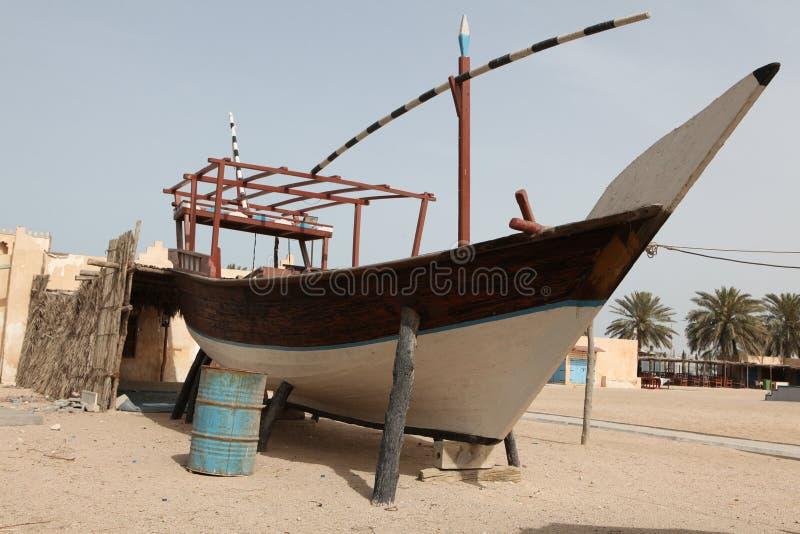Dhow en la aldea de la herencia de Qatar imágenes de archivo libres de regalías