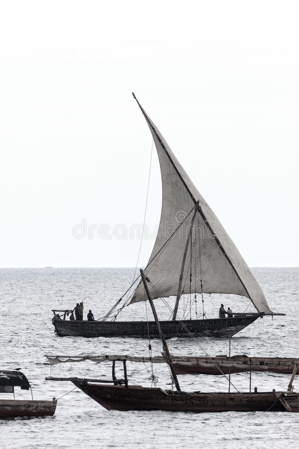 Dhow traditioneel varend schip stock foto's