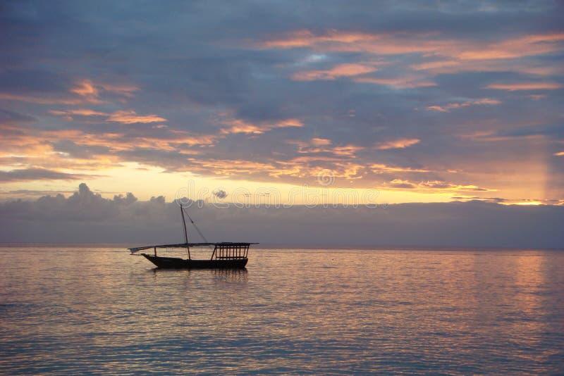 Dhow - Zonsondergang - Wolken royalty-vrije stock afbeeldingen