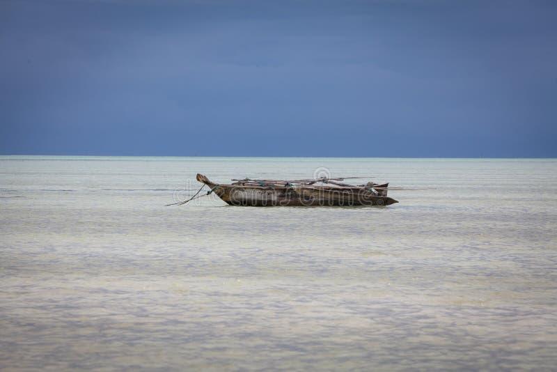 Dhowboot in het overzees royalty-vrije stock afbeelding