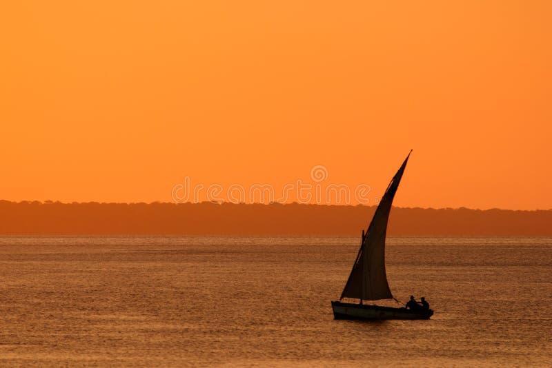 dhowmozambican solnedgång royaltyfri fotografi