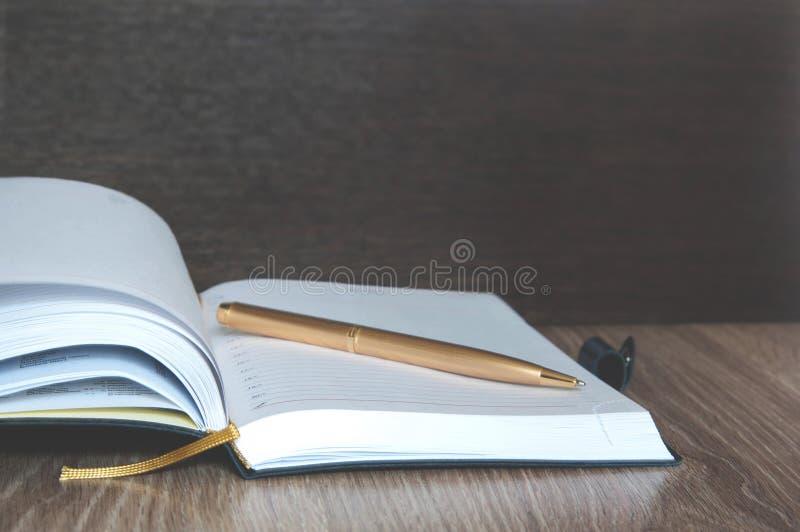 Diário ou caderno para pensamentos fotografia de stock royalty free