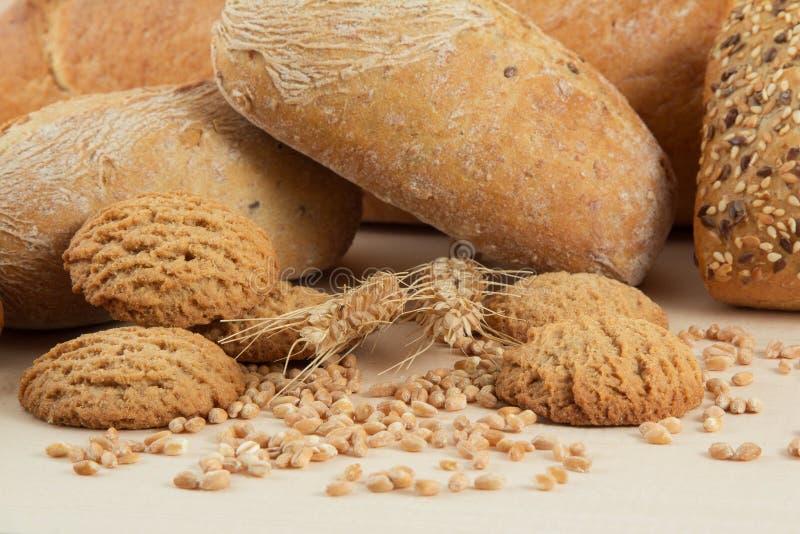 Diätetisches Brot und Cracker mit Weizenstartwerten für zufallsgenerator lizenzfreie stockfotos
