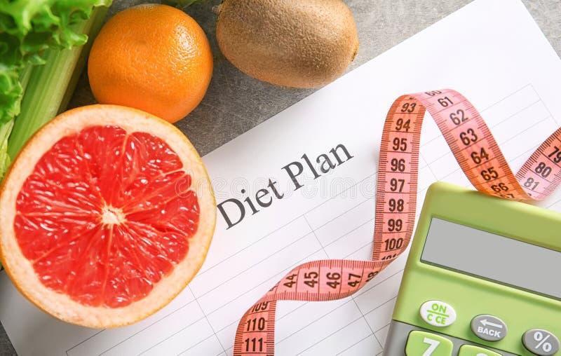 Diätplan und gesunde Nahrungsmittel lizenzfreie stockfotos