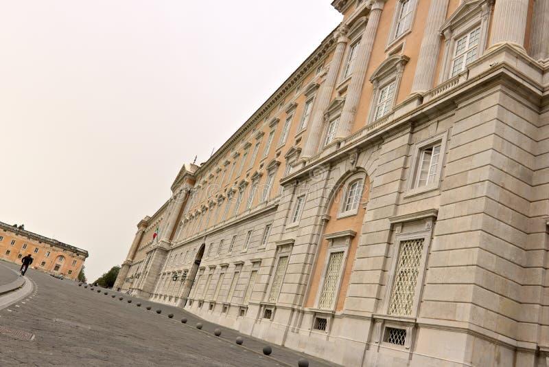 Di Казерта Reggia, Италия 10/27/2018 Внешний главный фасад дворца стоковая фотография rf