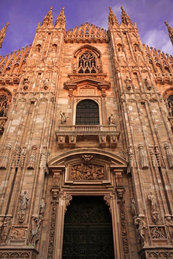 Download Di Duomo Fasadowy Milano Vertical Widok Obraz Stock - Obraz złożonej z antepedium, antyczny: 13336679