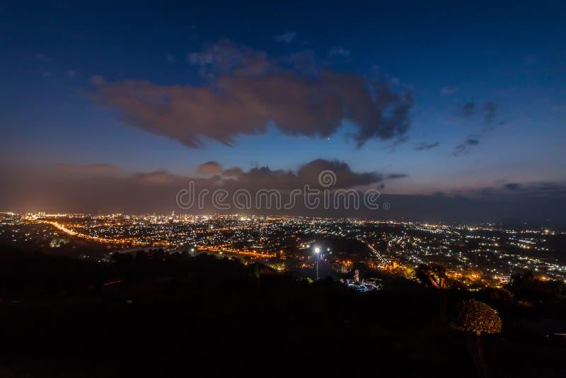 Download Di Esposizione Vista Lunga Vicino Di Paesaggio Urbano Di Hatyai Fotografia Stock - Immagine di lustro, strada: 55362790